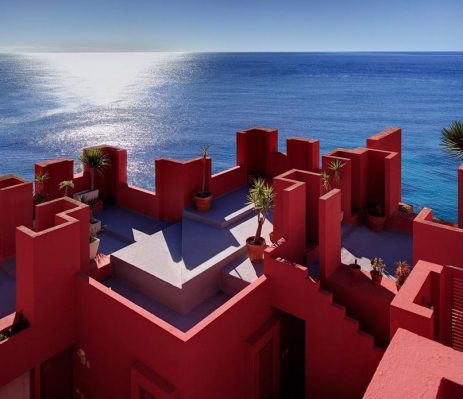 Architecture Alicante Calpe: The Red Wall