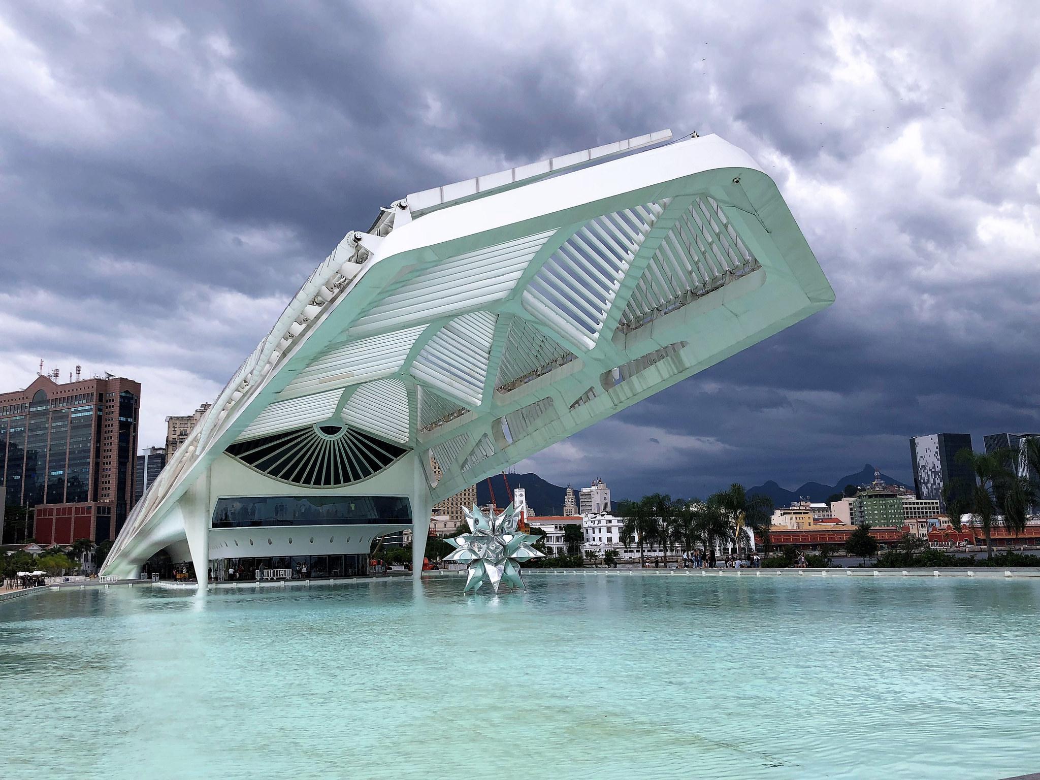 HIGH-TECH ARCHITECTURE. El museo del mañana de Brasil.