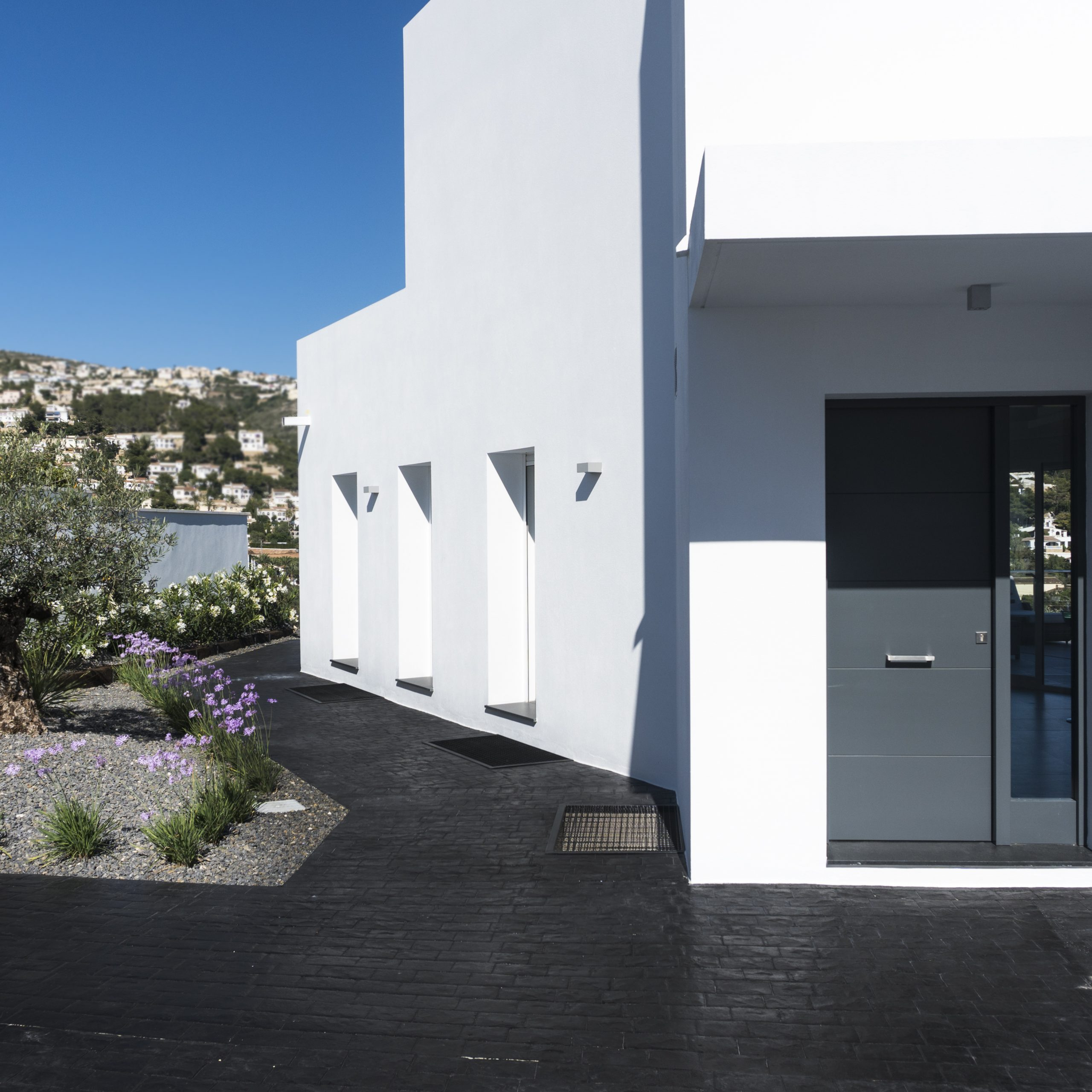 Arquifach: Architectural Studio in Alicante present: Villa Sabana - Detached house with swimming pool located within urbanization