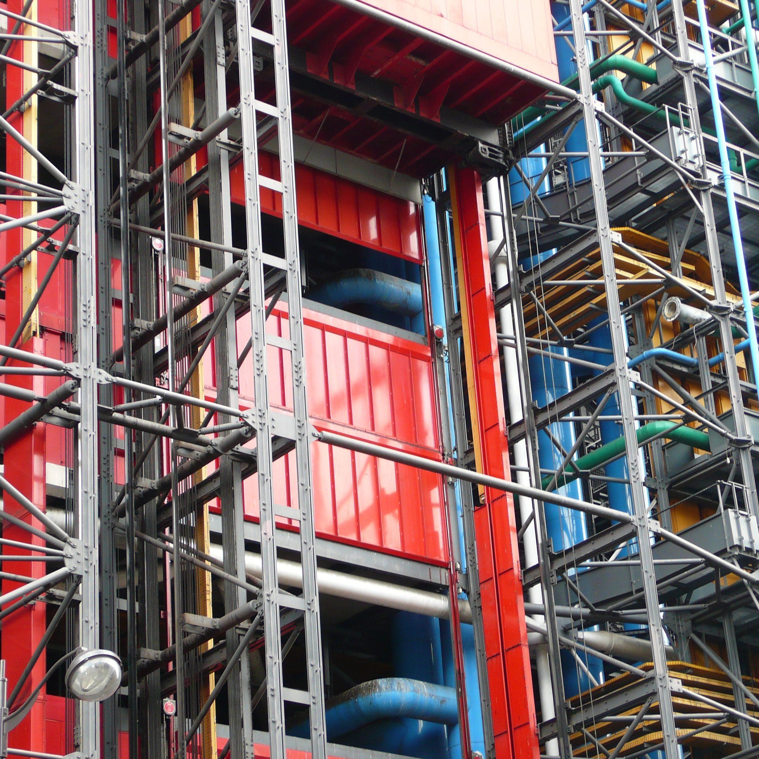 Fachada del centro George Pompidou, ubicado en París. Ejemplo de arquitectura High Tech.